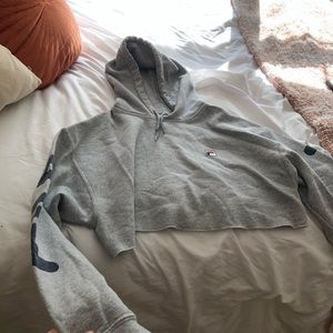 cropped grey fila sweatshirt!!